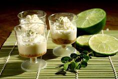 Mousse de Limão ::: #atteliededoces #docesfinos #carolinadarosci #casamento #sobremesa #docinhos #docesgourmets #mesadedoces #artesanal #chocolate #avelã