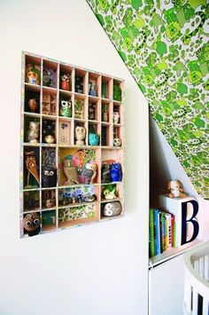 the boo and the boy: Shelving ideas for small toys (ie. shadow boxes)