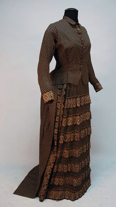 brown with cream dot trimmed with paisley bands, un-boned bodice with small collar and composition buttons, b. on Nov 2012 1880s Fashion, Victorian Fashion, Vintage Fashion, Vintage Style, Antique Clothing, Historical Clothing, Steampunk Clothing, Women's Clothing, Victorian Gown