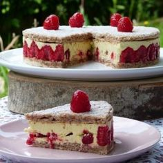 "Raspberry cream with light pistachio butter ""Les Gour & # mandises of Céline Raspberry Cheesecake, Cheesecake Recipes, Dessert Recipes, Magic Chocolate Cake, Pistachio Butter, Almond Cream, French Pastries, Sweet Cakes, Pavlova"