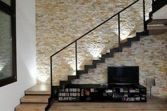 Escalier bois design, moderne et fonctionnel en 99 idées Wood Staircase, Floating Staircase, Basement Stairs, House Stairs, Interior Stairs, Interior Design Living Room, Tv Wall Design, House Design, Escalier Design