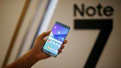 """Samsung suspende las ventas del Galaxy Note 7 por explosión de baterías   El gigante surcoreano Samsung Electronics anunció el viernes que suspenderá las ventas de su smartphone Galaxy Note 7 debido a incidentes que implicarían la explosión de la batería de este modelo.  El gigante de la telefonía precisó que reemplazará los aparatos de quienes hayan comprado este modelo de smartphone.  """"Hemos recibido varias informaciones sobre la explosión de la batería del Note 7 que fue lanzado…"""