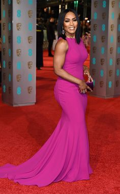 BAFTAs Celebrity red carpet arrivals, from Saoirse Ronan to Alicia Vikander - Sofisty Fashion Pics Celebrity Red Carpet, Celebrity Style, Girl Celebrities, Celebs, Angela Bassett, Red Carpet Dresses, Classy And Fabulous, Beautiful Black Women, Red Carpet Fashion