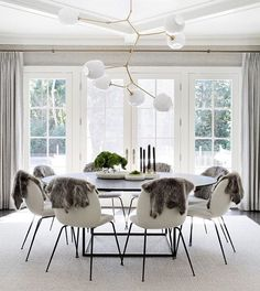 We're tempted to skip the bows & bells in favor of simple, warm Scandinavian style this holiday season. Ultra chic dining space by @tamaramageldesign. // #interiordesign #diningroom #dining #interior #instahome #designer #scandinavian #holiday #simplify #minimal #warm #gather #dine #family #homesweethome