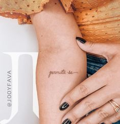 If you are looking for feminine tattoos this post was made for you. Here are the best feminine tattoos created by Jooy Fava from Brazil. Paar Tattoos, Bild Tattoos, Love Tattoos, Beautiful Tattoos, Small Tattoos, Tattoos For Women, Tatoos, Arabic Tattoos, Tattoo Femeninos