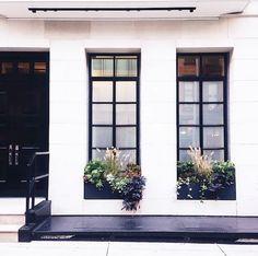 Black window frames + window boxes - white exterior with black window frame Modern Exterior, Exterior Design, Interior And Exterior, Black Windows Exterior, Casement Windows, Windows And Doors, Black Window Frames, Modern Entrance, Modern Windows