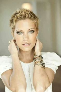 Short pixie haircut/: I wish I had the face, body, and balls to pull this off
