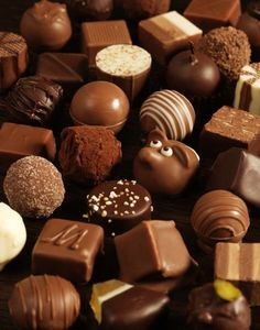 Chocolate Truffles I see you. Chocolate Brands, I Love Chocolate, Chocolate Shop, How To Make Chocolate, Chocolate Truffles, Chocolate Lovers, Chocolate Making, Chocolate Deserts, Chocolate Festival