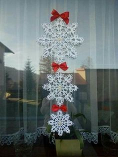 Three snowflakes to crochet #crochetpatterns #christmas #knitting #crochet, #christmas #crochet #crochetpatterns #knitting #snowflakes #three