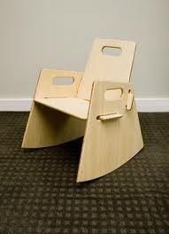 forme de l'encoche intégrée dans l'assise pour s'emboiter directement aux autre pièces