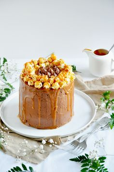 Elodie's Bakery: Chocolate layer cake with toffee sauce and popcorn | Layer cake au chocolat, sauce caramel et pop-corn