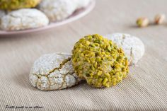 soft biscuits with pistachio g + Italian Cookie Recipes, Sicilian Recipes, Italian Cookies, Biscotti Biscuits, Biscotti Cookies, Pistachio Recipes, Pistachio Cookies, Classic Desserts, International Recipes