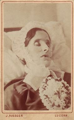 "The Glass Character: ""I see dead people"": Victorian post-mortem photography"