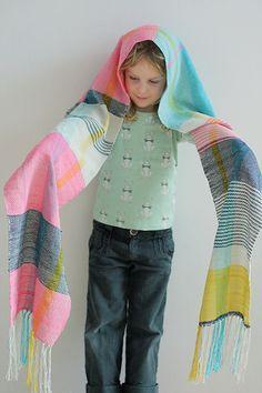 Prachtige sjaal gemaakt op de Cricket Loom..