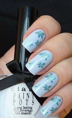 celeste con flores