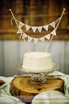 cake topper bunting banner. adorable.
