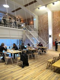 Brand new in Amsterdam De Pijp, Coffee & Coconuts is a friendly coffee and lunch spot in a fantastic location.