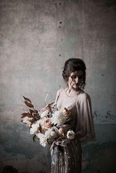Wedding dress Timeless Wedding, Trendy Wedding, Boho Wedding, Fall Wedding, Wedding Black, Wedding Bride, Rustic Wedding, Bridal Photography, Wedding Photography Inspiration