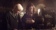 Hermione Granger and Draco Malfoy In Their Potions Class Harry Potter Hermione, Draco And Hermione Fanfiction, Harry And Ginny, Harry Potter Feels, Harry Potter Ships, Harry Potter Fan Art, Ron Weasley, Dramione, Drarry