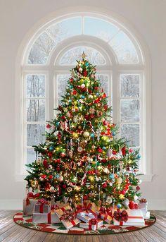 Silver Christmas Decorations, Christmas Tree Themes, Noel Christmas, Rustic Christmas, Christmas Traditions, Holiday Decor, Traditional Christmas Tree, Decorated Christmas Trees, Christmas Wreaths