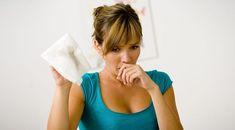 Soğuk havaların gelmesiyle grip ve öksürük daha fazla kendisini göstermeye başladı. Bu doğal yöntem ile öksürüğünüzü hafifletebilirsiniz. Soğuk havaların gelmesiyle özellikle çocuklarda grip ve buna bağlı oluşan öksürük sıklıkla görülmeye başlandı. Çocukların bağışıklık sisteminin daha zayıf olmasından dolayı soğuk algınlığı çocukları yetişkinlere göre daha fazla etkilemektedir. Öksürük şurubu kullanmak istemiyorsanız öksürükten bir gecede bu doğal yöntem ile kurtulabilirsiniz. Gerekli…