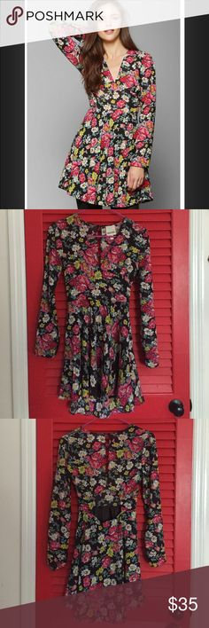 Floral urban outfitters cutout dress Worn once, beautiful floral dress! V neck in the front, slit up the upper back and some shaped cutout at lower back. Fits great and is sure to get some major compliments! Urban Outfitters Dresses Long Sleeve