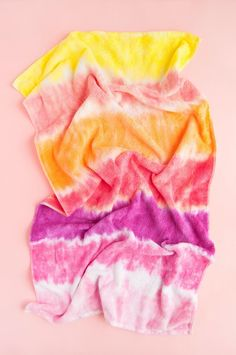 How To Tie Dye Towels Diy Projects For Kids, Diy For Kids, Project Ideas, Craft Ideas, Tulip Tie Dye, Pink Dye, Tie Dye Kit, Tie Dye Crafts, How To Tie Dye