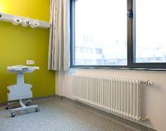 @zehnderr verwarmt uitbreiding Stedelijk Ziekenhuis Roeselare met designradiatoren en plafondstralingspanelen / BOECKX ARCHITECTURE & ENGINEERING en DE KLERCK ENGINEERING