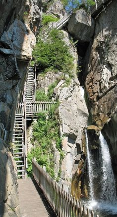 Daillet Gorge near Martigny (Canton of Valais, Switzerland)    © Michel Blondeau