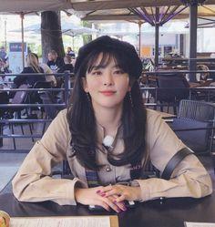 Seulgi aka reveluv's gfriend Kpop Girl Groups, Korean Girl Groups, Kpop Girls, Red Velvet Seulgi, Red Velvet Irene, My Girl, Cool Girl, Kang Seulgi, Velvet Fashion