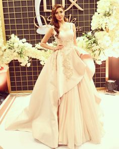 Mahira Khan, who is all set to make her Bollywood debut opposite Shah Rukh Khan in Raees next year, attended the Lux Style Awards 2016 in Pakistan, looking like a flawless Disney princess. | Just 12 Pictures Of Mahira Khan Looking Like A Flawless Fairy Queen In A Gown