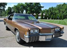 Classic Cars Usa, American Classic Cars, Oldsmobile Toronado, Cool Old Cars, Buick Riviera, Us Cars, Road Runner, Cars Motorcycles, Muscle Cars