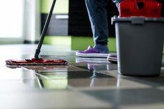Skal du have et nyt og praktisk, så er det måske en idé at vælge et af linoleum eller vinyl. Se fakta om materialerne, og hvordan du holder gulvene.