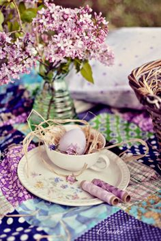 Spring Table Ideas.  This lady's blog is not in English but it is so beautiful.