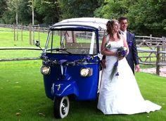 Mooie blauwe en witte tuktuks als trouwauto van mytuk.nl.