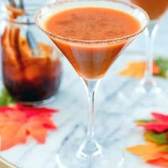 This pumpkin pie martini is pumpkin pie in a cocktail glass. Made with pumpkin puree, vanilla vodka, & pumpkin caramel syrup, it will bring the fall spirit! Pumpkin Cinnamon Rolls, A Pumpkin, Pumpkin Puree, Pumpkin Spice, Pumpkin Cocktail, Pumpkin Martini, Coconut Candy, Coconut Curry Sauce, Vanilla Vodka