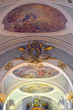 https://flic.kr/p/Dw22NF | Budapest - Ferenciek tere - Ferenciek templom - 2 | Pictures by Björn Roose. Churches and what's around them.