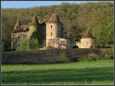 ARCHITECTURE – another great example of beautiful design. Saint-Dau castle, Figeac