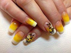 3 Diseños de Uñas Amarillas con Flores