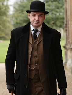 Sigh, what's not to love about Mr. Bates? He's a bit of an unlikely crush, but his humble, brooding nature and obvious love for Anna is so appealing. #downtonabbey