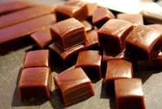 Hej igen :) Kör på med mera godis! Äter ni inte socker så får ni blunda i dag, hehe. Dessa lakritskolor är heeelt magiska. Gillar ni lakrits? Ni måste prova!!! Lakritskolor: Ca 40 stycken 3 dl vis…