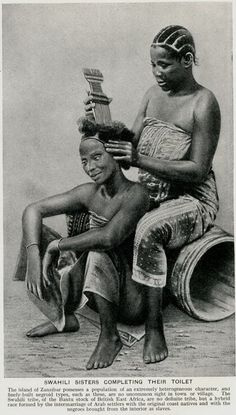 Grooming and combing is a symbolic African American ritual for African mothers and their daughters. # Braids african american daughters 10 Classic Hairstyles Tutorials That Are Always In Style - Stylendesigns Classic Hairstyles, Afro Hairstyles, Black Hairstyles, Haircuts, African Culture, African American History, American Women, African Beauty, African Art