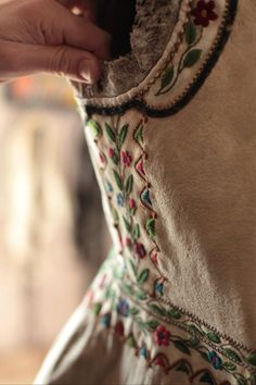 Tracht. Repinned by www.mygrowingtraditions.com
