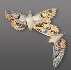 Ornement de corsage Papillons de nuit, 1906-1907 musée Lalique (Wingen-sur-Moder) Photo by Jean-Pierre Dalbéra