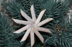 24 Christmas Crafts for Kids » Star ornament made with penne pasta, glue and paint