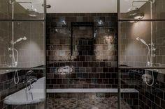Beautifull black tiled bathroom with Glass and iron double shower black Dutch Delft tiles zwarte Witjes  At Pietjonker.nl