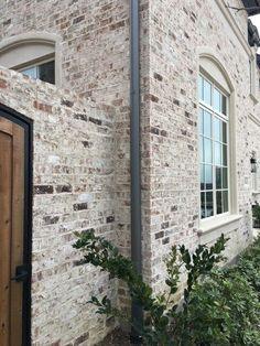 New Light Brick Farmhouse Exterior Ideas Exterior House Colors, Exterior Paint, Exterior Design, White Wash Brick Exterior, Whitewashing Exterior Brick, Stained Brick Exterior, Brick House Colors, Painted Brick Exteriors, Exterior Cladding