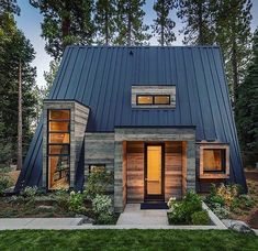 Rustic Contemporary Cabin ~ Lake Tahoe ~ Todd Gordon Mather Architect ~ 📸Vance Fox ~ Architecture et design Rustic Exterior, Design Exterior, Roof Design, Modern Exterior, Flat Design, Design Design, Tiny House Cabin, Tiny House Design, A Frame House Plans