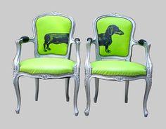 Familjen Villa Grande: Ner klottrade möbler