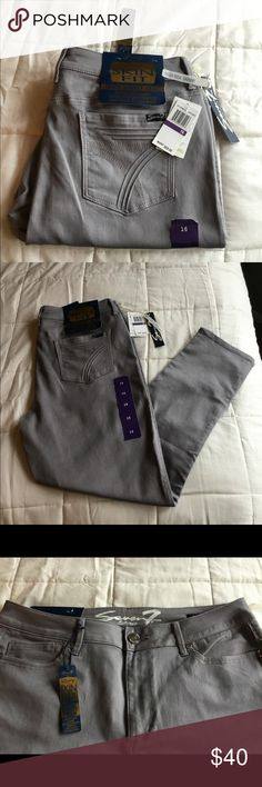 """Brand New 7 for Mankind Skinny Jeans Seven 7 luxury skin fit (skinny) high waist jeans. Extremely comfortable pair as they are a 70% cotton/28% poly/2% spandex blend for that undeniably """"I can maneuver in style"""" feel 👖👠👜 Seven7 Jeans Skinny"""